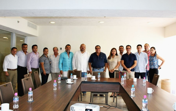 ADEPROTUR presents projects to MC candidates for Vallarta's benefit